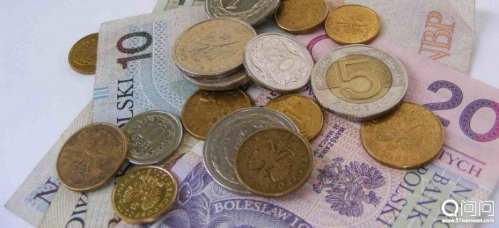 poland-currency-krakow-1-768x351-700x320