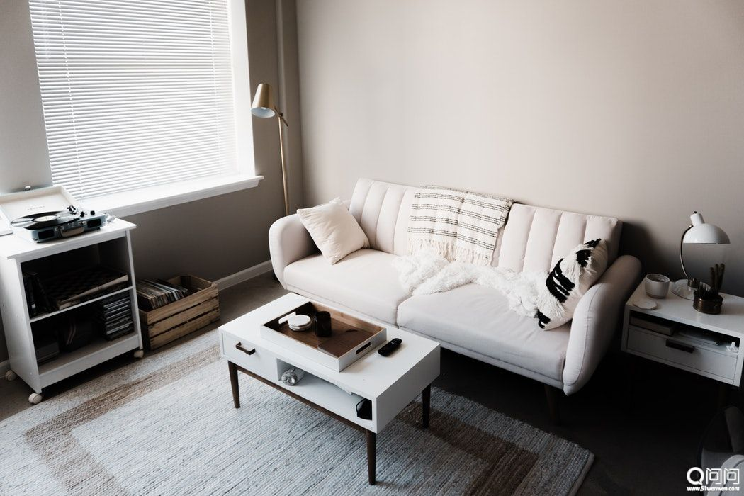 Living-room-with-a-white-sofa-and-coffee-table