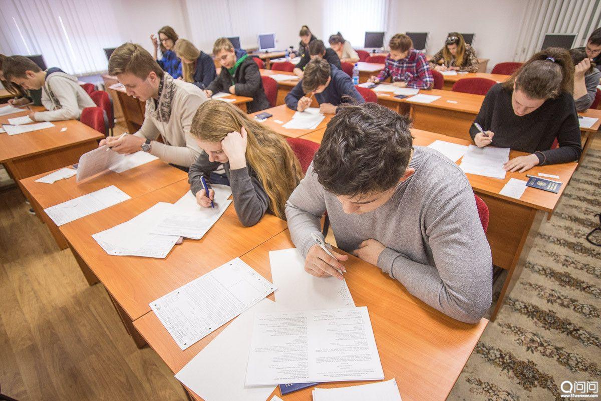 在白俄罗斯进行集中测试的学生_副本